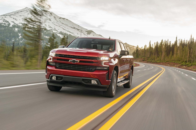 2020 Chevrolet Silverado Duramax diesel delivers up to 33 mpg highway