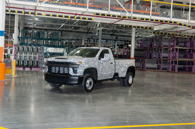 2020 Chevrolet Silverado Hd Debuts A Heavy Lugger Among Pickup Trucks
