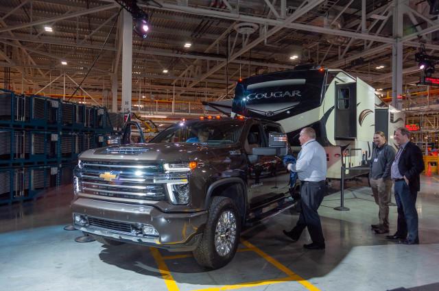 2020 Chevrolet Silverado Hd Debuts A Heavy Lugger Among Pickup Trucks