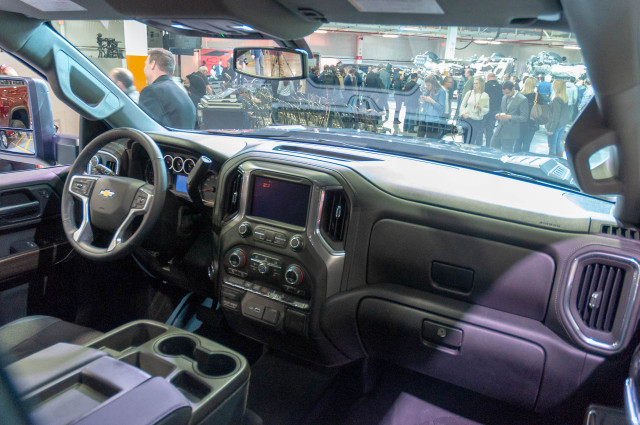 2020 Chevrolet Silverado HD debuts: A heavy lugger among ...
