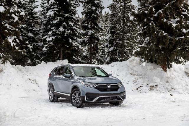 2020 Honda CR-V kicks up snow at the Winter Driving Encounter in Winter Park, CO.