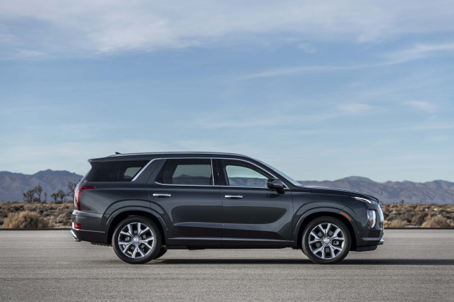 Hyundai Palisade Is a Three-Row Flagship with Luxury Looks