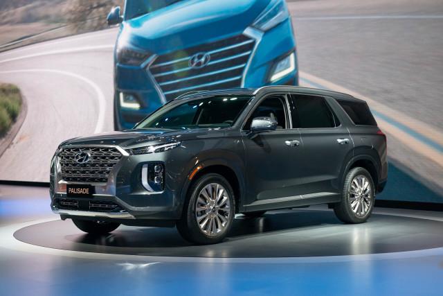2020 Hyundai Palisade Crossover Revealed Three Row Suv With Family Matters