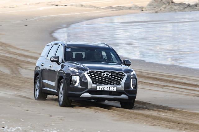 2020 Hyundai Palisade crossover SUV priced from $32,595, undercuts Kia Telluride