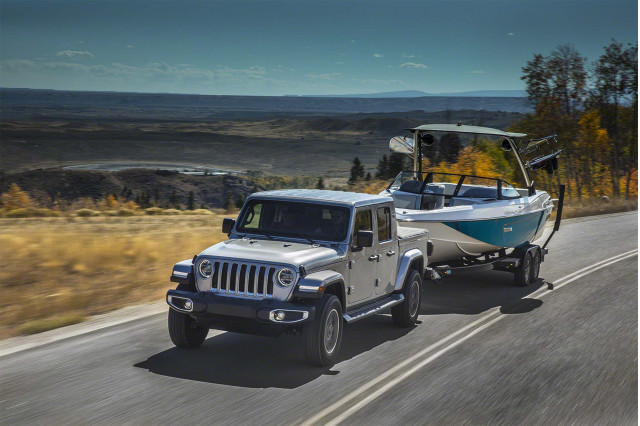 5.5-metre long Jeep Gladiator stretches out on Wrangler ladder chassis
