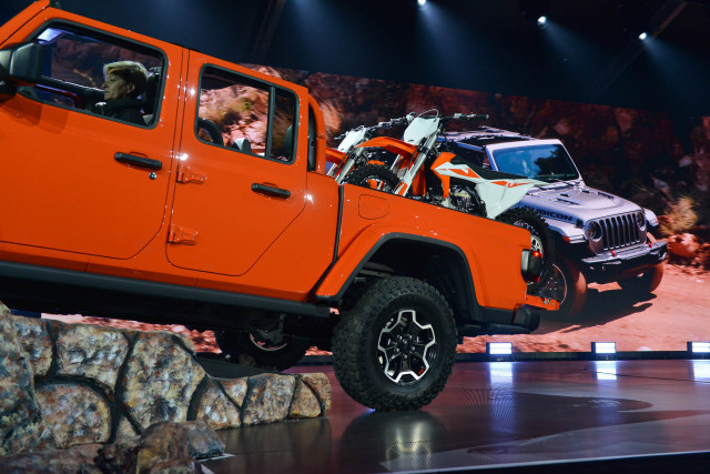 2020 Jeep Gladiator debuts: The off-roader's pickup truck