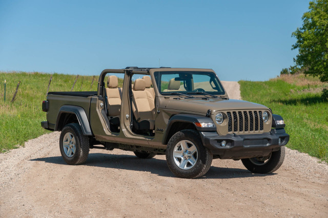Review update: 2020 Jeep Gladiator Sport makes for a more useful Wrangler