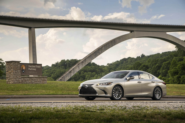 Review update: The 2020 Lexus ES 300h shelters drivers in the right place