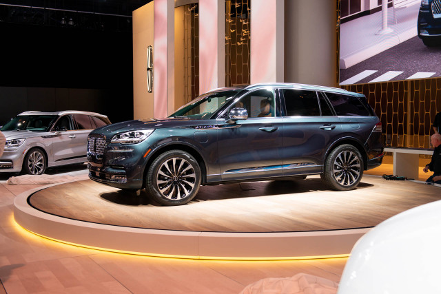 2020 Lincoln Aviator debuts: Luxury crossover SUV takes flight