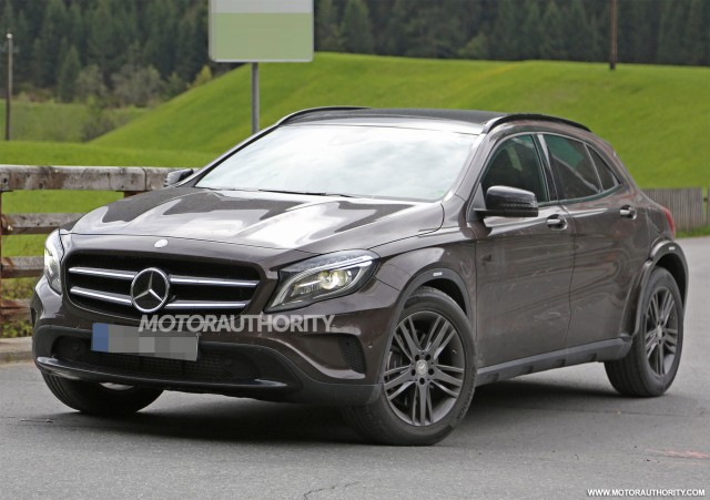 2020 Mercedes-Benz GLB test mule spy shots - Image via S. Baldauf/SB-Medien