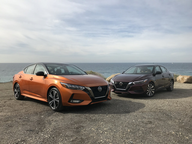 2020 Nissan Sentra SR, left, and SV, right, trim