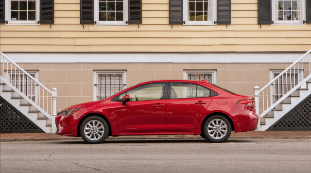 2020 Toyota Corolla earns IIHS Top Safety Pick award with optional headlights