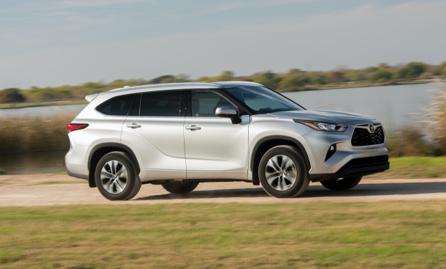 2020 Toyota Highlander vs. Honda Pilot: Compare Crossover SUVs
