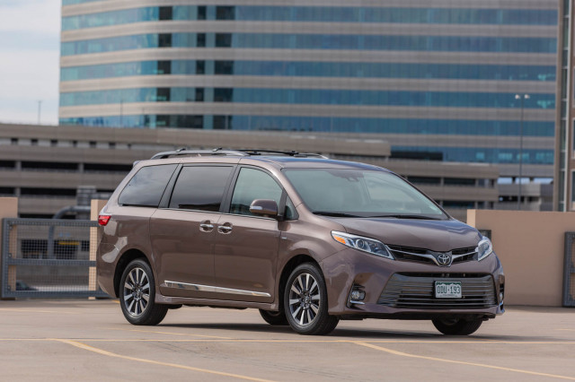 Review update: The 2020 Toyota Sienna Limited Premium is very casual, all business