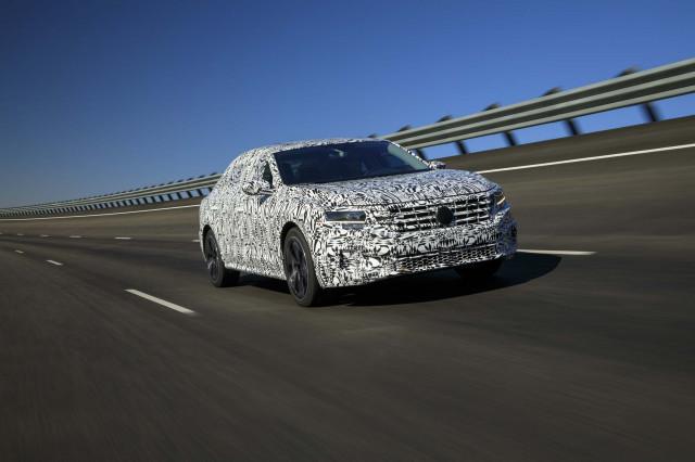 2020 - [Volkswagen] Passat IX 2020-volkswagen-passat-prototype-first-drive--december-2018_100682403_m