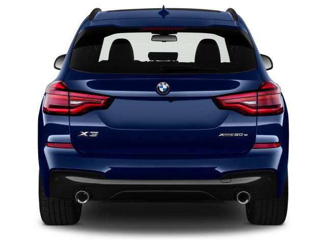 2021 BMW X3 xDrive30e Plug-In Hybrid вид сзади снаружи