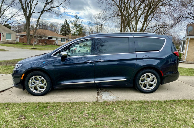 Review update: 2021 Chrysler Pacifica Hybrid hits the family vehicle sweet spot
