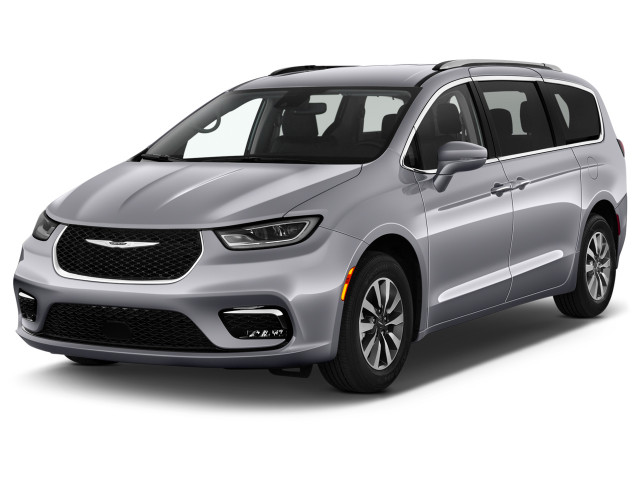 2021 Chrysler Pacifica Touring L FWD Angular Front Exterior View