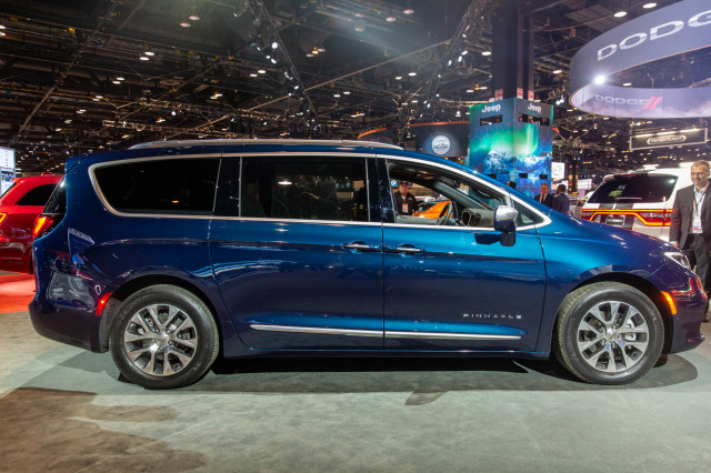 2021 Chrysler Pacifica arrives with all-wheel drive, standard active safety tech