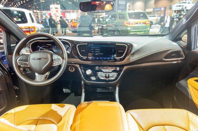 2021 Chrysler Pacifica, 2020 Chicago Auto Show