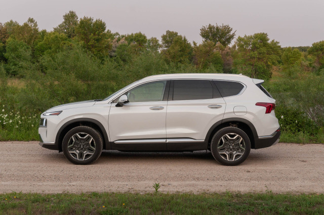 2021 Hyundai Santa Fe Hybrid driven, Audi E-Tron stress tested, Chevy Bolt recalled: What's New @ The Car Connection