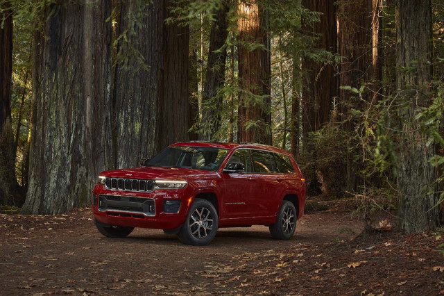 2021 Jeep Grand Cherokee L three-row SUV costs $38,690, crests at $67,000