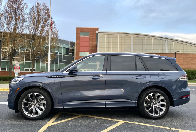 Review update: 2021 Lincoln Aviator Grand Touring charges up luxury SUV hill