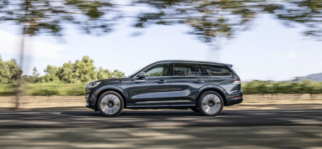 2021 Lincoln Aviator overview, Cadillac CT5-V revisited, Rivian R1T close-up look: What's New @ The Car Connection