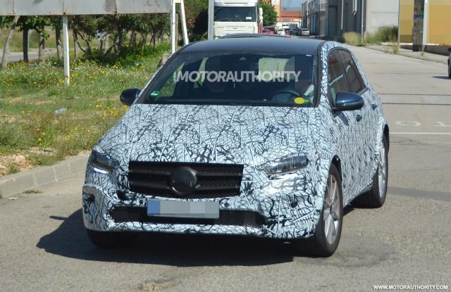 2021 Mercedes-Benz EQB test mule spy shots - Image via S. Baldauf/SB-Medien