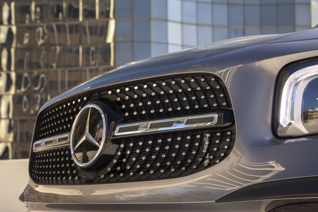 Mercedes-Benz joins other automakers in recalling millions of cars for rearview camera issue