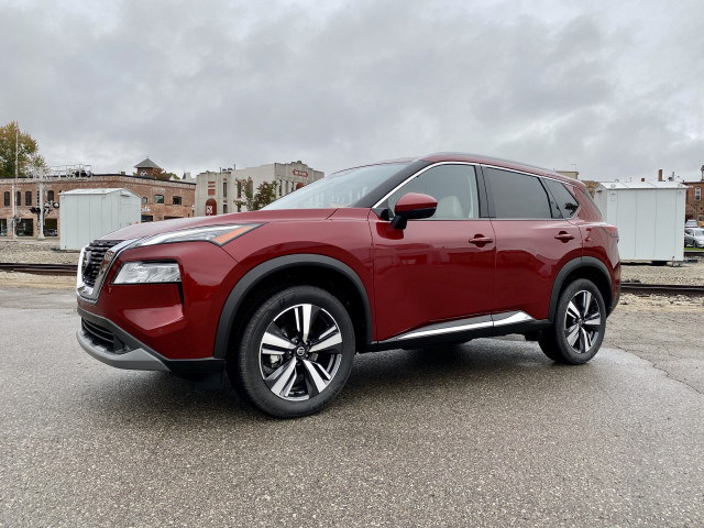 First drive: 2021 Nissan Rogue splits the difference