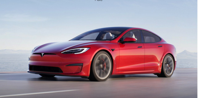 Tesla refreshes Model S with 520-mile range, goofy steering wheel