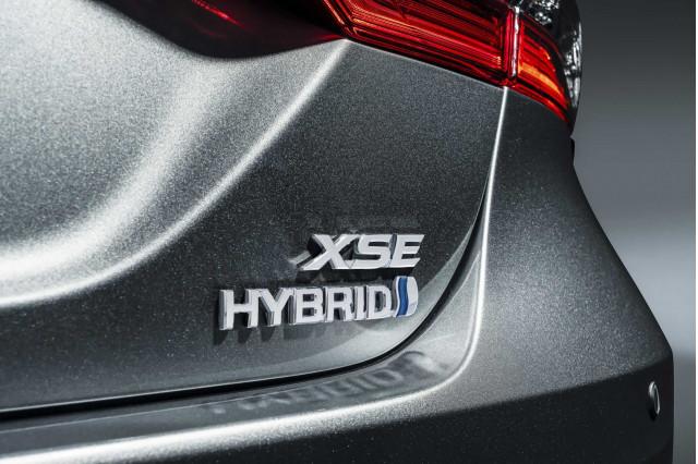 2021 Toyota Camry Hybrid XSE