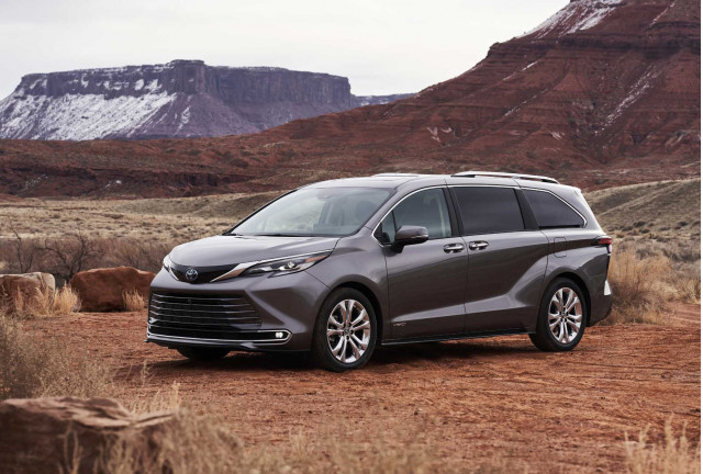2021 Toyota Sienna hybrid minivan: Price and mpg increase