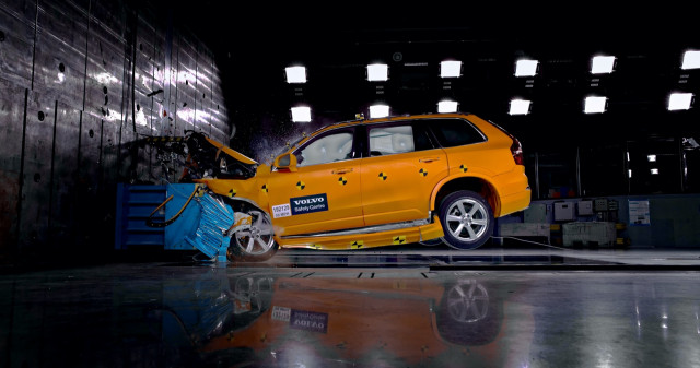 2021 Volvo XC90 crash tested