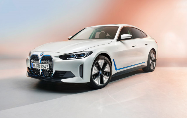 2022 BMW i4 sedan normalizes brand's electric vehicle lineup