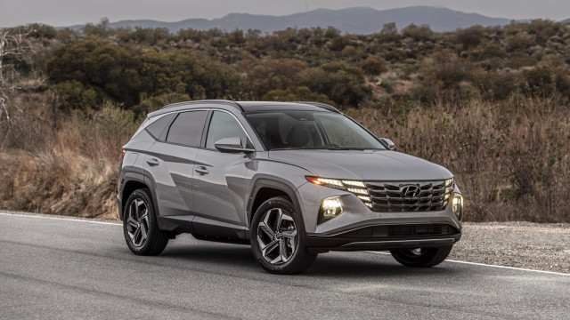 2022 Hyundai Tucson costs $26,135, Hybrid at $30,235; PHEV has 32-mile range