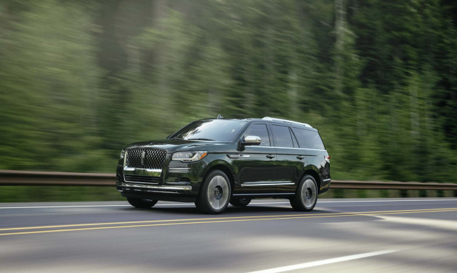 2022 Lincoln Navigator previewed, 2023 Nissan Z debuts in blue, 2023 Cadillac Lyriq first look: What's New @ The Car Connection