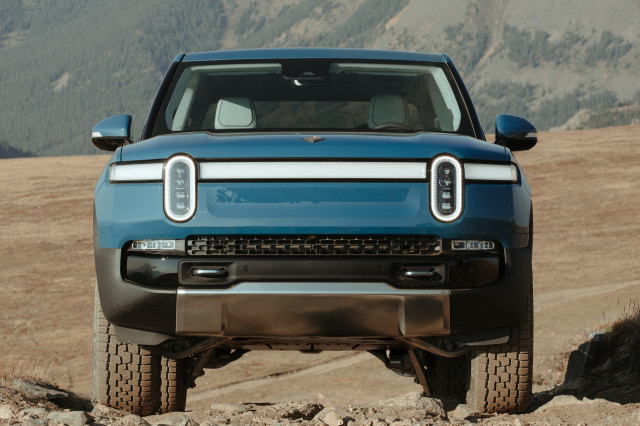 2022 Rivian R1T, 2022 Jeep Grand Cherokee headline this week's new car reviews