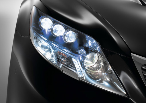 Led Headlights For Cars >> A Look At The New Led Headlights On The Lexus Ls600h