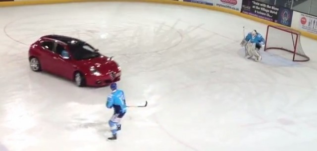 Alfa Romeo Giulietta plays ice hockey