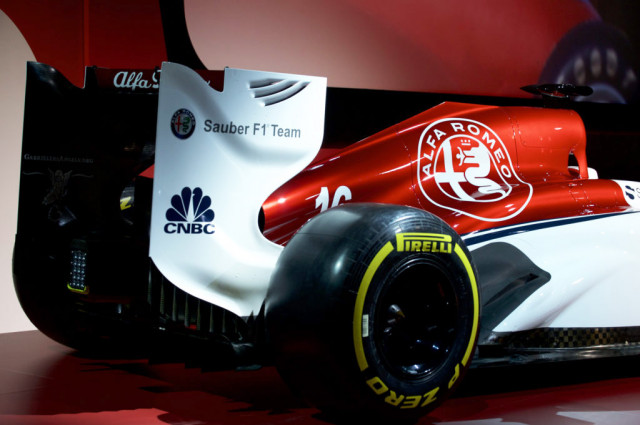 alfa romeo sauber f1 team reveals 2018 livery. Black Bedroom Furniture Sets. Home Design Ideas