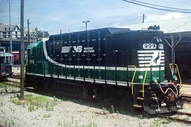 Altoona Works BP4 all-electric locomotive, NS 999, Mark Levisay/CC BY 2.0