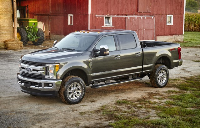 Aluminum-Bodied 2017 Ford F-Series Super Duty Rolls In