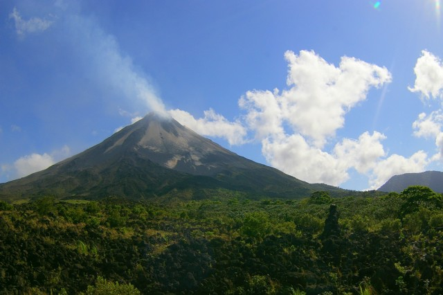 Arenal volcano, Costa Rica, by Flickr user Adam Baker (Used under CC License)