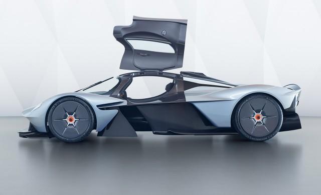 "Aston Martin Valkyrie in close-up mode ""width ="" 640 ""height ="" 389 ""data-width ="" 1024 ""data-height ="" 623 ""data url ="" https://images.hgmsites.net/lrg/ aston-martin -valkyrie-in-near-production-form_100613561_l.jpg"