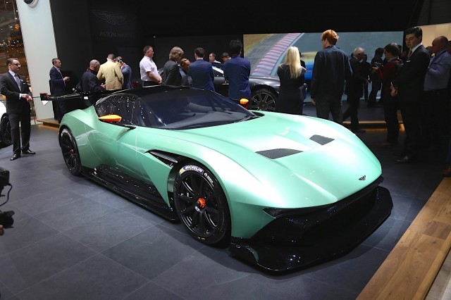 Aston Martin Vulcan Is A V 12 Powered Limited Edition Track Car