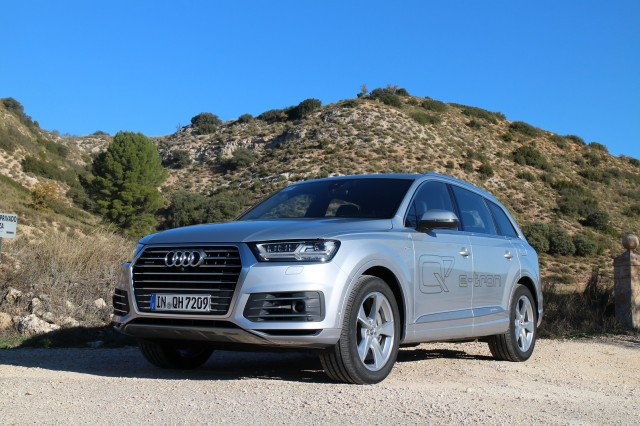 Audi Q7 e-Tron 3.0 TDI Quattro (European model), Madrid, Nov 2015