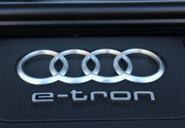 Audi Q7 e-Tron 3.0 TDI Quattro (European model), Madrid, Nov 2015