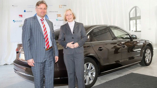 Audi sustainability chief Reiner Mangold and German Education Minister Dr. Johanna Wanka